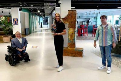 Inclusie Partner Erasmus Universiteit Rotterdam Wint 'de Bart' Voor Inclusief Werkgeverschap
